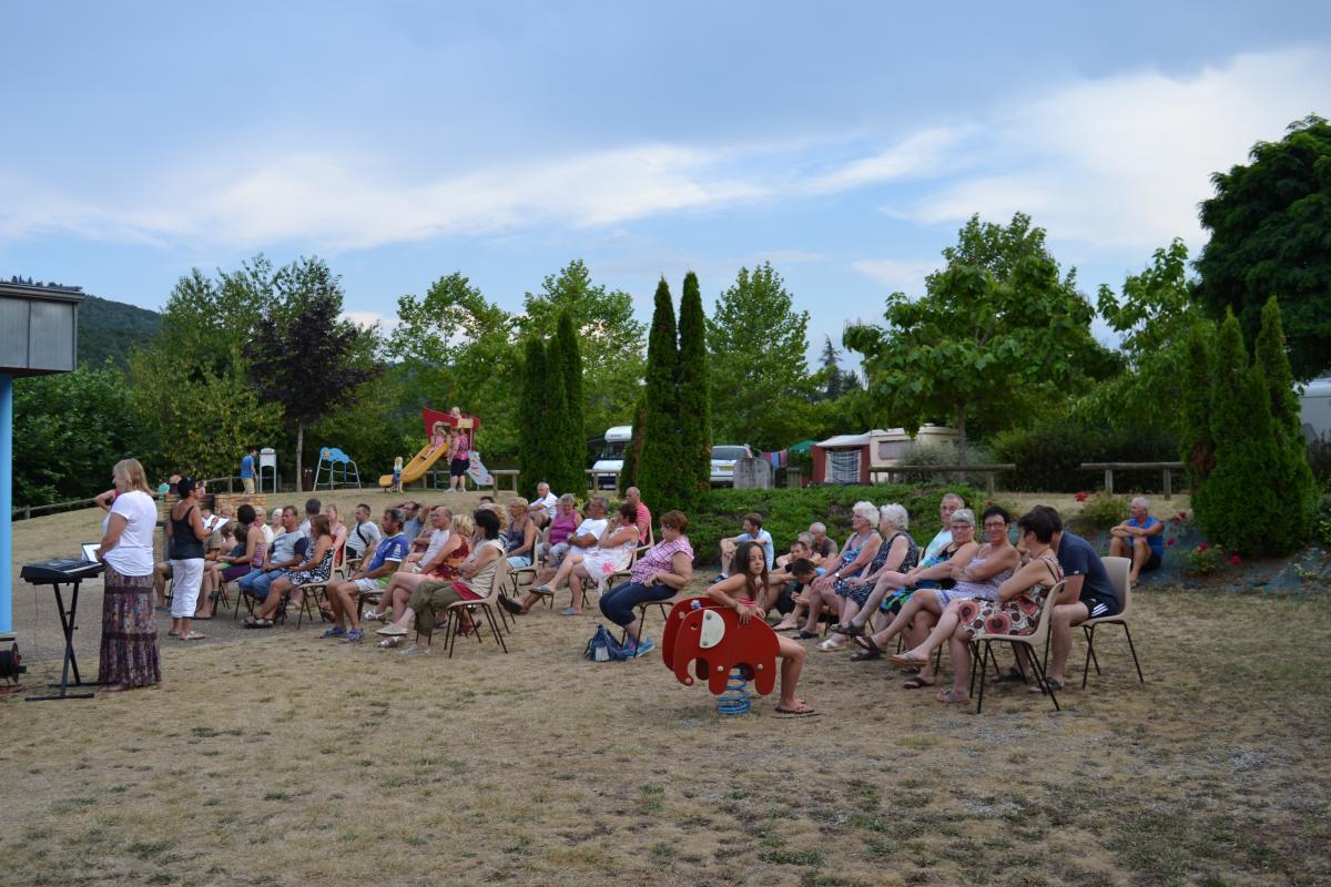 Pot d 39 accueil au camping argentat sur dordogne for Camping camp municipal au jardin