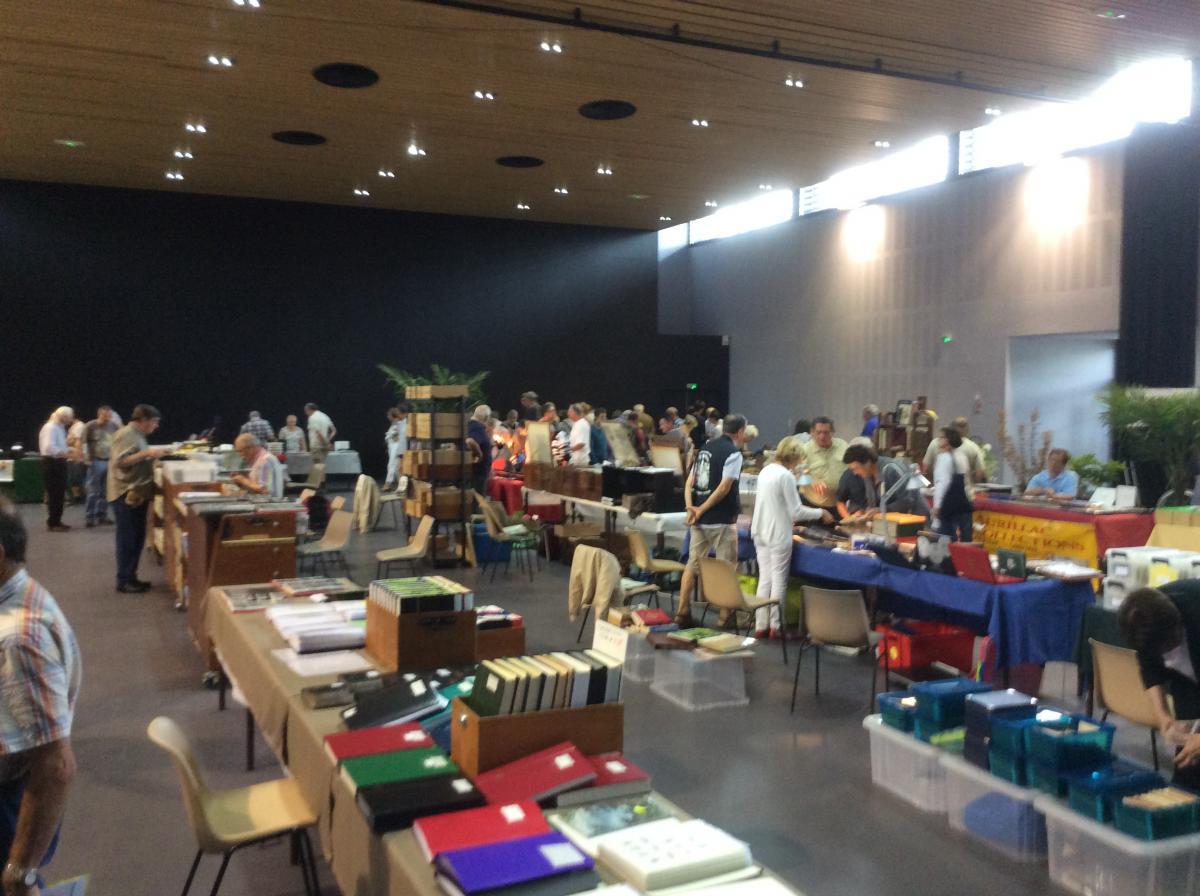 Brocante et salon des collectionneurs argentat sur dordogne for Salon urbain place des arts
