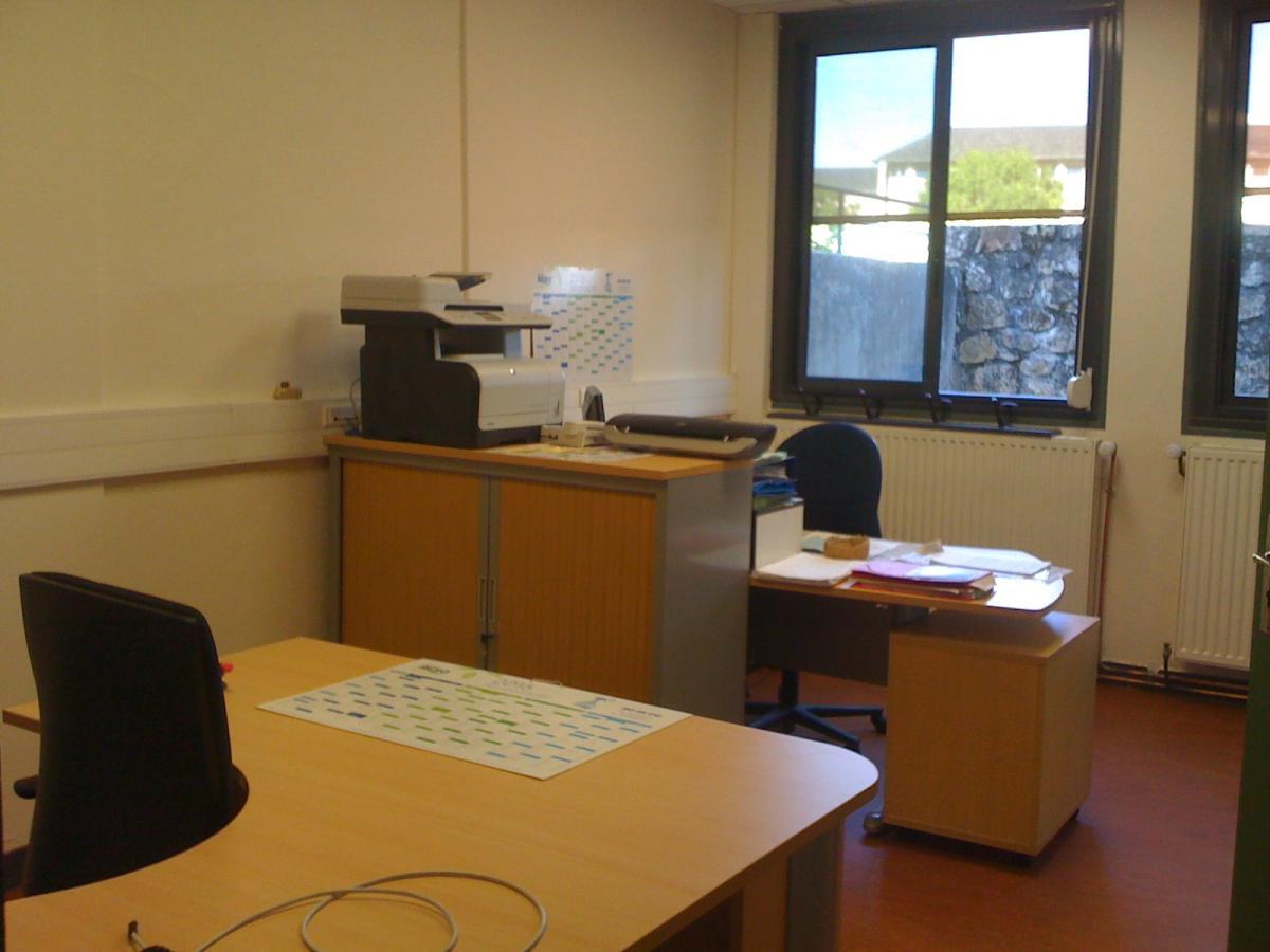 nouveaux bureaux du p le ducation loisirs et entretien. Black Bedroom Furniture Sets. Home Design Ideas